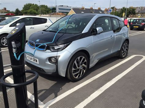 Electric Car Bmw Electric Cars Uk Drivers To Get Free Parking Charging