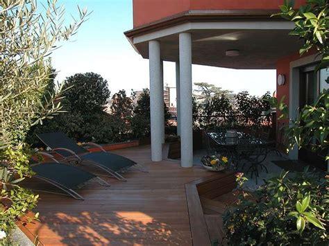 terrazzo arredato terrazzi arredati con piante foto nanopress donna