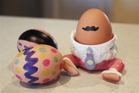 How To Decorate Boiled Eggs For Easter by Easy Decorated Eggs Kid Craft