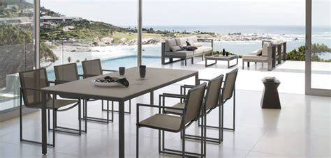 Modern outdoor dining set   Interior Design Ideas.