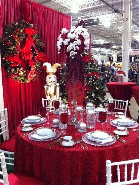 christmas table setting red sequin linen white chiavari