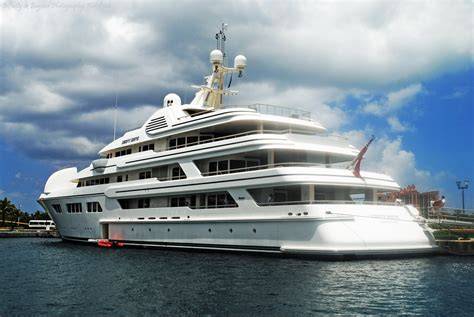 luxurious  expensive yachts  build  planet earth     buy