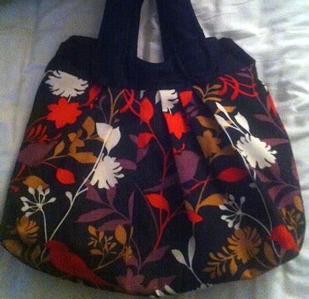 nikki tote bag pattern free nikki tote hobo bag sewing projects burdastyle com
