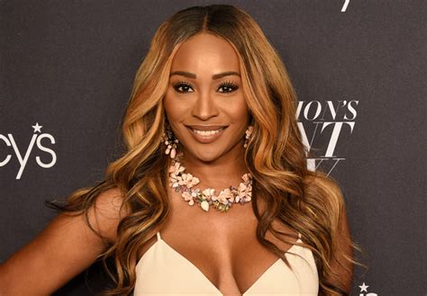 cynthia baileys hairstyle from housewives of atlanta blondebob cynthia bailey kicks off her quot weave break quot with a shot of