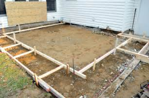 How To Pour A Concrete Patio by How To Build A Concrete Patio With Bluestone Inlay