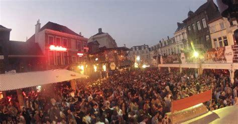 Gentse Feesten 2015: Zwijnerijen op de Vlasmarkt (filmpje ... Q Cup