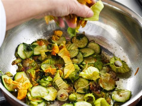 ricette fiori di zucchine orzotto con zucchine e fiori di zucca sale pepe