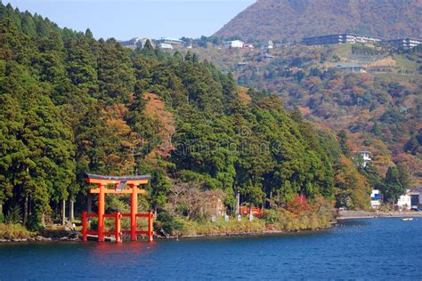 imagenes de hakone japon torii on lake ashi hakone national park japan stock
