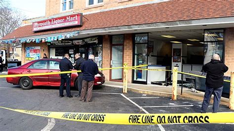 Post Office Plymouth Mn by Elderly Driver Hurt After Car Crashes Into Plymouth