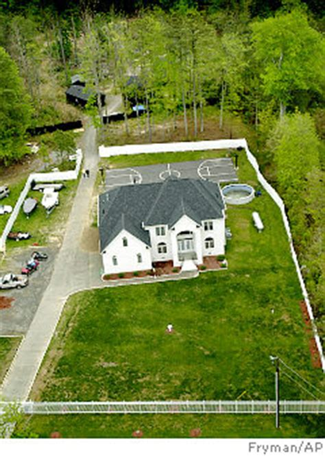 michael vick dog fighting house knapp when a man s castle is not his home the chronicle sports columnist blog