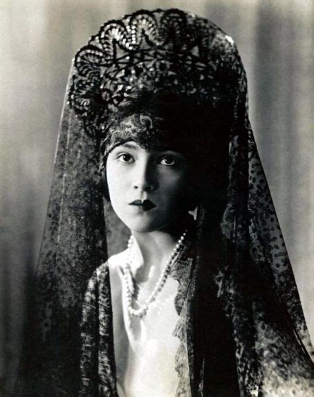 mantilla and combs 1000 images about spanish mantilla hair combs on pinterest