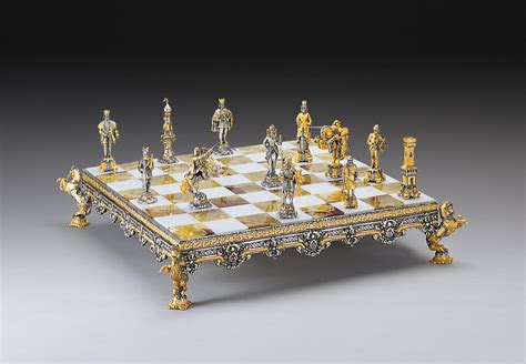 chess set scontro mediovale gold and silver themed chess set