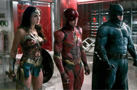 justice league en film batman wonder woman the flash team up in new justice
