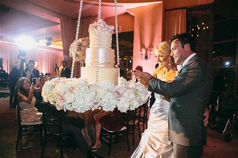 Colgans Wedding Cake And More by Trend We Gravity Defying Wedding Cakes Bridalguide