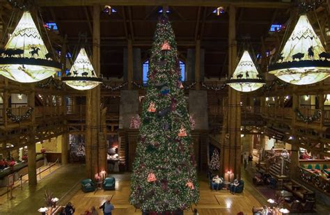 wilderness lodge decorations christmastime at disney s wilderness lodge