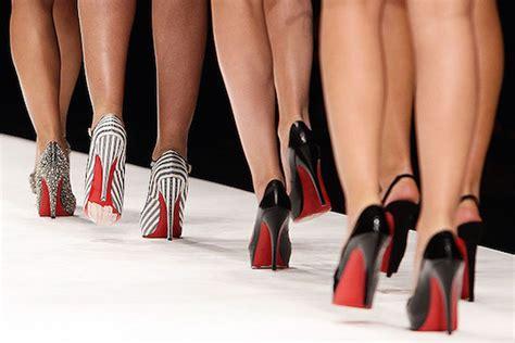 high heels show how to walk the runway in high heels casablancas