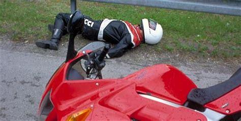 Motorradunfälle by Ratgeber Motorrad Nach Unfall Den Helm Abnehmen