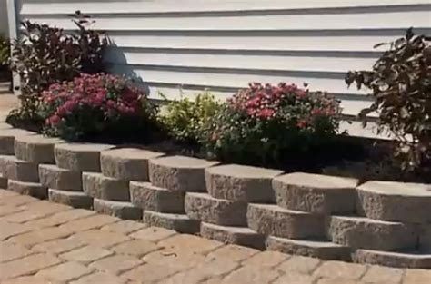 How To Build A Retaining Wall Landscaping Do It Yourself How To Build A Flower Garden