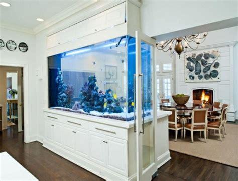 Aquarium In Wand by Aquarium Als Raumteiler Benutzen 26 Beispiele