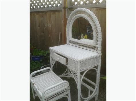 Wicker Vanity Set Wicker Vanity Set Central Saanich