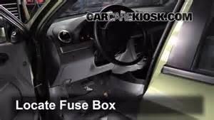 ubicaci 243 n de caja de fusibles interior en suzuki sx4 2007 2013 2007 suzuki sx4 sport 2 0l 4 cyl