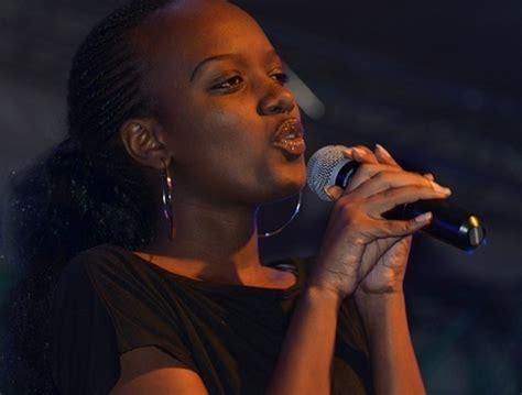 queene cha umukino wa barcelone na arsenal wajyanye ibyamamare muri