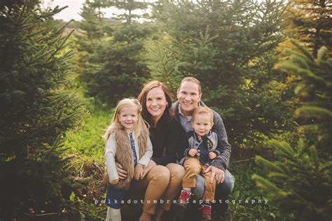 appleton wi family photographer tree farm appleton wi newborn photographer polka