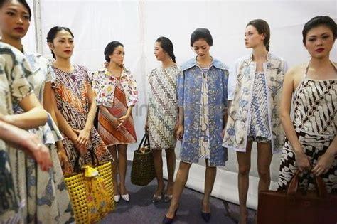 Baju Batik Edward Hutabarat 307 best images about batik tenun ikat on runway jakarta and kaftan