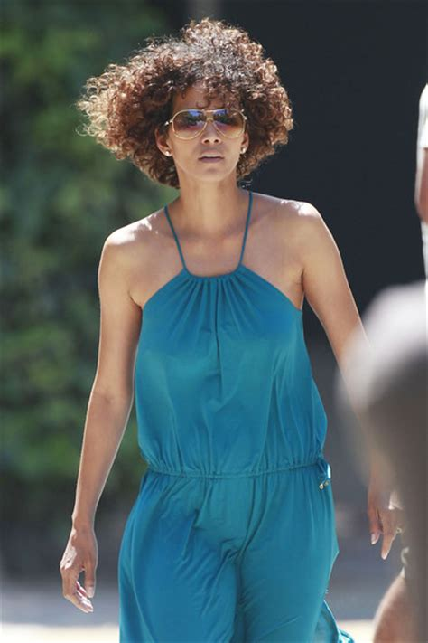 neck length naturally curly hairstyles halle berry s neck length natural curly hairstyle the