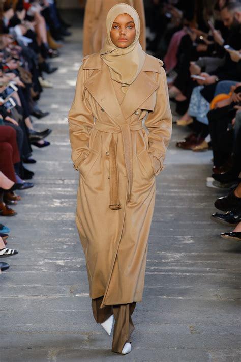 Abaya Kombinasi Maxmara wearing model halima aden runway moments vogue arabia