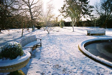 the garden in winter file oxford botanic garden in winter 2004 jpg wikimedia