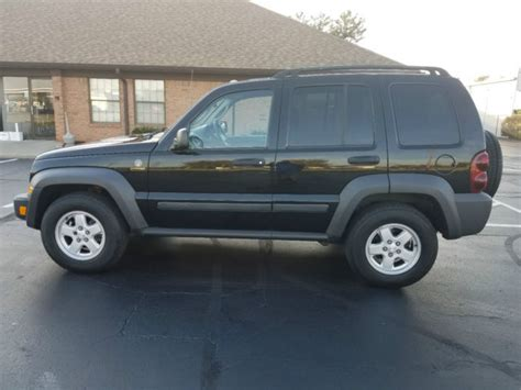 mail jeep 4x4 1j4gl48k67w520305 2007 jeep liberty 4x4 right drive