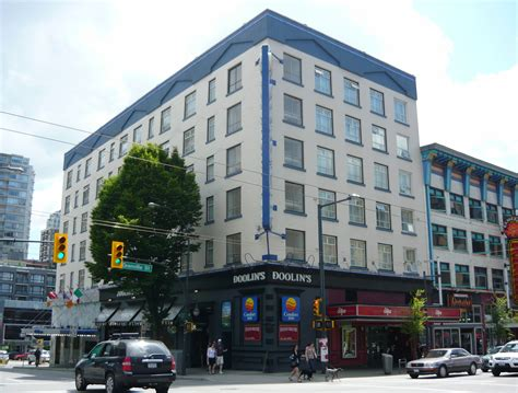 comfort inn suites downtown vancouver file vancouver hotel barron comfort inn 2010 jpg