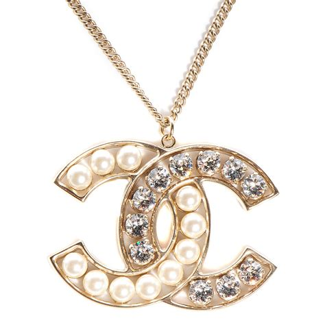 chanel pearl cc pendant necklace gold 92371