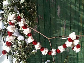 ravelry popcorn cranberry garland pattern  wee sandy