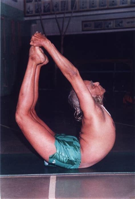 bks iyengar yoga the world celebrity wallpapers bks iyengar treats 2011padma shri in 1991 biography stars pictures