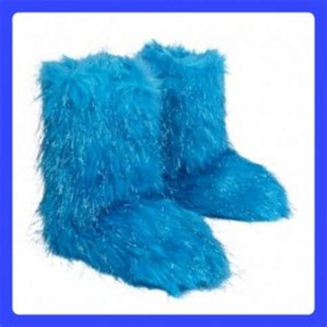 fuzzy bedroom slippers 1000 images about slippers on pinterest fuzzy slippers