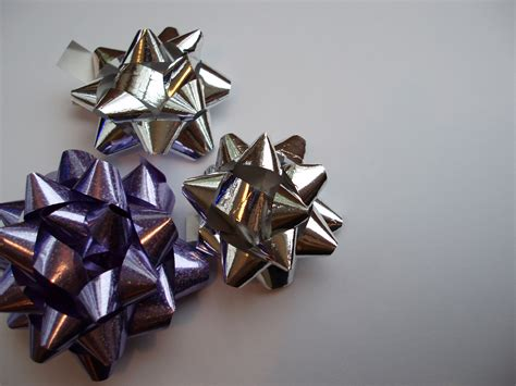 photo of wrapping bow trio free christmas images