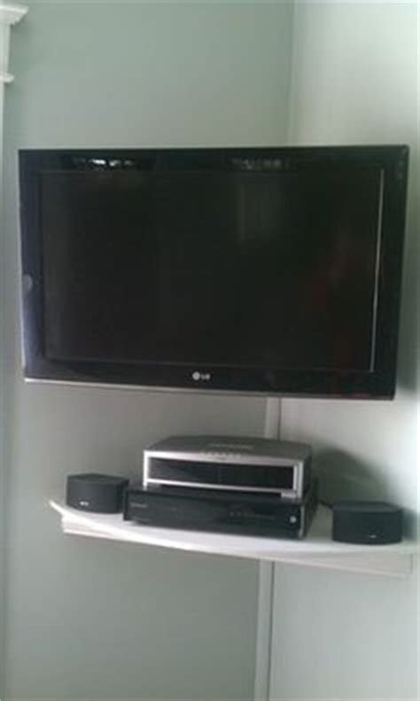 Corner Wall Tv Shelf by 1000 Ideas About Corner Tv Shelves On Tv