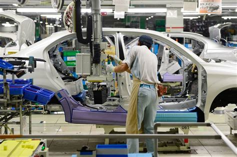 Toyota Assembly Line Toyota To Buy Stake In Artificial Intelligence Firm Wsj