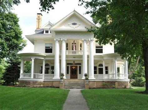 colonial style homes 25 best ideas about colonial style homes on