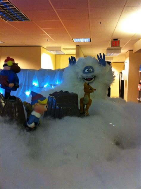 christmas decorations for the land of misfits island of misfit employees cubicle cubicle decorating divider walls