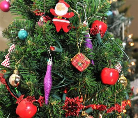 how to decorate your christmas tree without blocking