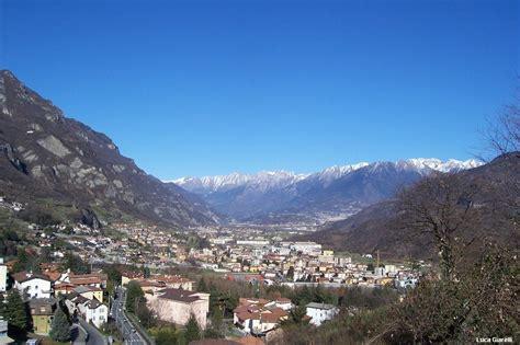 valle camonica darfo file panorama della valle camonica e gruppo dell adamello