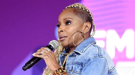 mary j bilge hair styles over the years mary j blige s braided do stole the show at 2017 essence