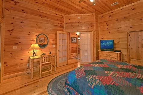 5 bedroom cabins in gatlinburg tn 5 bedroom cabin near gatlinburg tn shoot the moon
