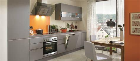 cuisine équipé avec électroménager cuisine avec frigo noir