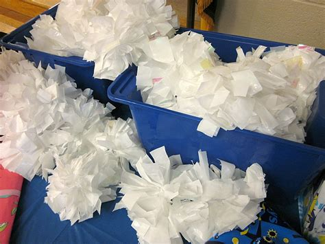 How To Make Cheer Pom Poms Out Of Tissue Paper - to make pom poms