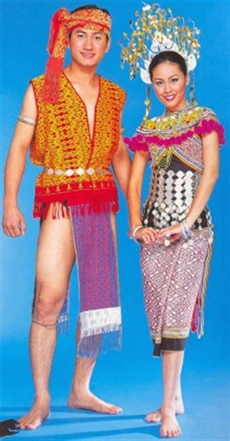 Baju Burung Orang Iban menjejak kaki ke dunia sivik pakaian tradisional kaum india kadazan dan iban