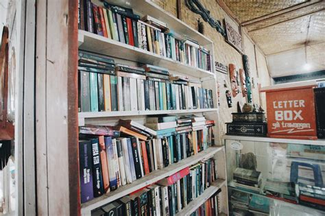 Buku Market Place Shop buku buku berdebu di sudut